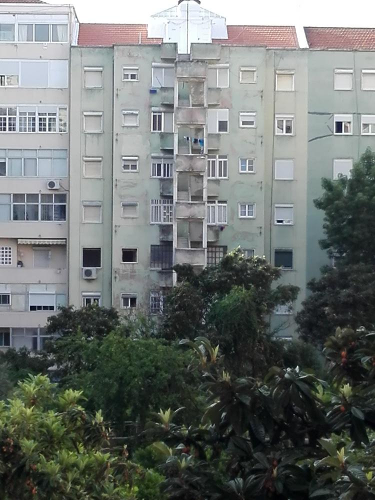 Fachada tardoz Prª.João Az.Coutinho,2-Lisboa- em obras de restauro